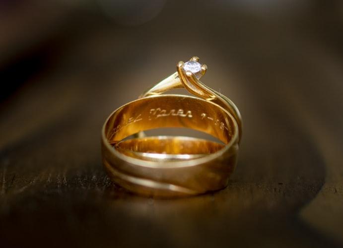 Bingung Menentukan Perhiasan untuk Lamaran