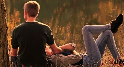 Tips Membuat Pasangan Anda Merasa Spesial